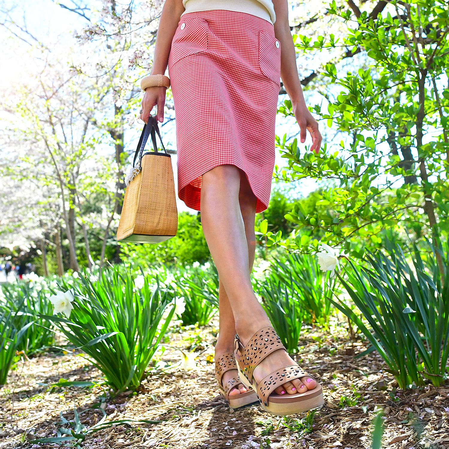 girl fashion nycpretty earth shoes central park nyc newyork girl spring